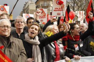 18.03.2012 Paryż. 120 tys. zwolenników Frontu Lewicy ruszyło na Bastylię. Kandydat FL na prezydenta Jean-Luc Mélenchon prowadzi najbardziej dynamiczną kampanię przeciw prawicy.