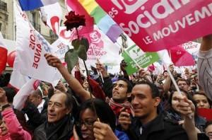 06.05.12 Plac Bastylii. Zwolennicy  Hollande'a świętują zwycięstwo.