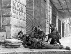 06.12.1944 Ateny. Brytyjscy żołnierze walczą z antyfaszystowskimi partyzantami ELAS.