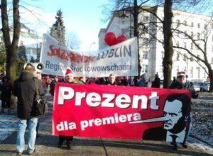 06.12.2012 Warszawa. Związkowcy z Lublina protestują przeciw umowom śmieciowym.