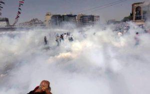 31.05.13 Stambuł, Turcja. Doświadczenie ludzi wchodzi  w konflikt z ideami, które zostały im odgórnie nadane.