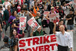 29.08.13 Strajk pracowników fast foodów w 60 miastach USA. Strajki rozpoczęli pracownicy w Nowym Jorku w listopadzie ub.r.
