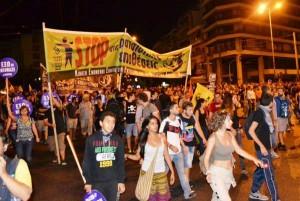 Ateny 25.09.13. Ponad 60 tys. osób  w manifestacji przeciw Złotemu Świtowi. Większość poszła pod samą siedzibę nazistów.