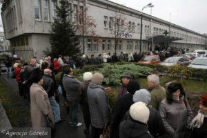 Bydgoszcz. Kolejka przed spitalem wojskowym
