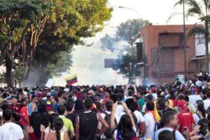 02.14 Caracas. Takie zdjęcia tworzą iluzję protestów na rzecz sprawiedliwości społecznej.