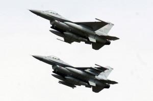 06.03.3014  Do Polski przyleci  12 amerykańskich samolotów F-16 i 300 żołnierzy - powiedział minister obrony Tomasz Siemoniak. Gwarancja pokoju? Chyba nie.