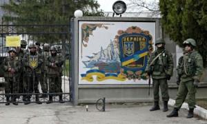 Rosyjscy i ukrainscy zolnierze na  Krymie