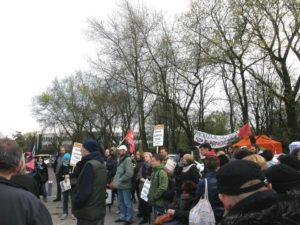 15.04.14 Demonstracja solidarności z opiekunami niepełnosprawnych przed Sejmem. Protest został zawieszony po 30 dniach. Zwolennicy RSS wsparli opiekunów, m.in. głodująca przez 24 dni Kinga Wronka.