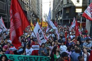 09.06.14 Sao Paolo. Strajkujący przed Mundialem pracownicy metra protestują razem z Ruchem Bezdomnych Pracowników (MTST).