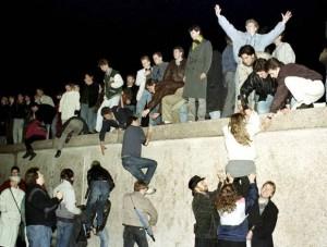 09.11.1989 Obalenie Muru Berlińskiego.