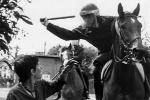 Brutalność policji podczas strajku.