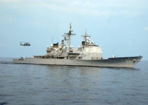 Krążownik USS Vicksburg brał udział w ćwiczeniach NATO-wskich.  Na takie operacje morskie są pieniądze.