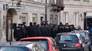 04.07.15 Warszawa. Kilkudziesięciu policjantów eksmituje jedną lokatorkę.