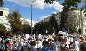 10.09.2015 Pielęgniarki przed Sejmem.