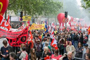 26.05.15 Paryż. Stutysięczna demonstracja. W tym dniu zastrajkowali pracownicy wszystkich 19 elektrowni jądrowych we Francji.
