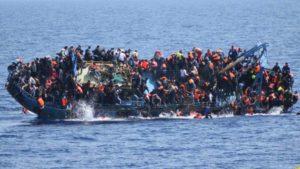 """Według ONZ, w czasie tygodnia pod koniec maja ponad 700 migrantów utonęło na Morzu Śródziemnym. Minister Macierewicz: """"Polska armia da swój wkład do realnego powstrzymywania naporu""""."""